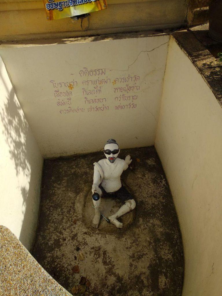 В храме рядом с пирсом можно подать братишке на жизнь