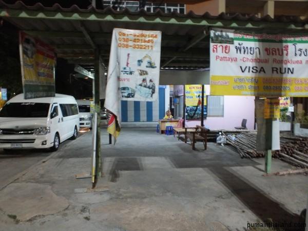 Место откуда уходят минибасы из Паттайи в Аранью на визаран в Камбоджу