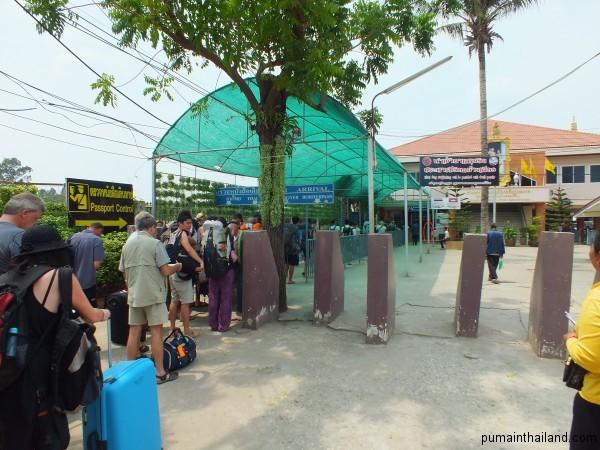 Очередь на границе входа в Тайланд из Камбоджи