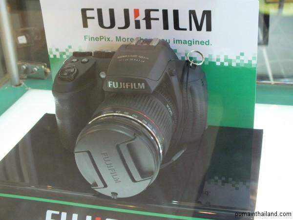 Fuji HS-20 собственной персоной с выставки fotofest в Бангкоке