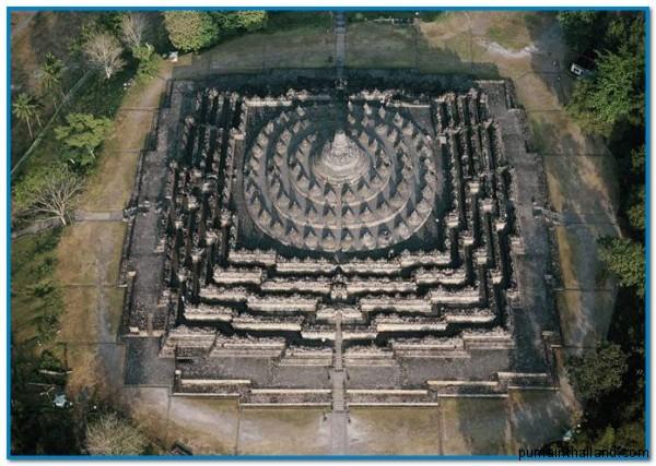 храм на острове Ява