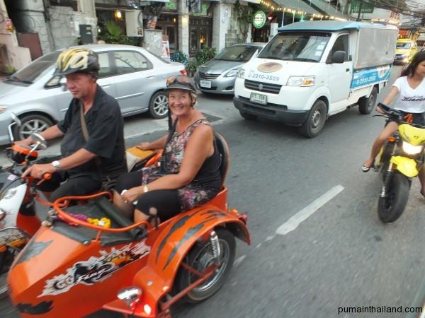 Обожаю Тайланд, тут можно классно катать свою девушку на мотоцикле с люлькой.