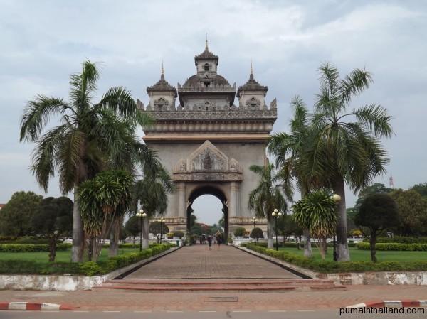 Триумфальная арка во Вьентьяне