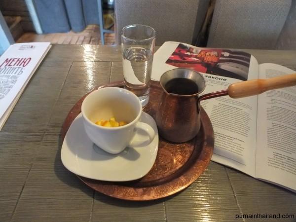 В москве дохрена кофеен с хреновым кофе, но можно найти отличный турецкий кофе с цедрой апельсина