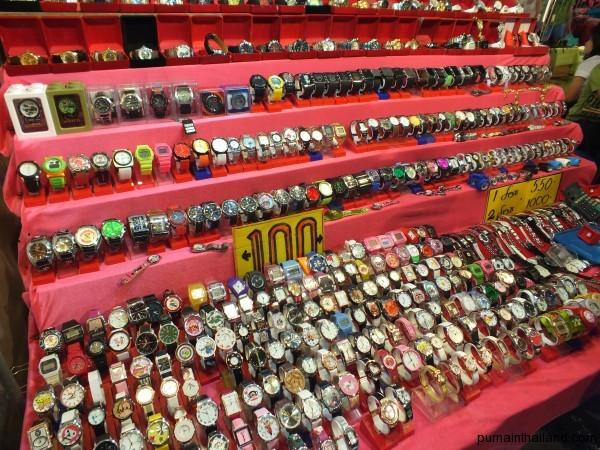 Ещё дешевые часы на ночном рынке Паттайи