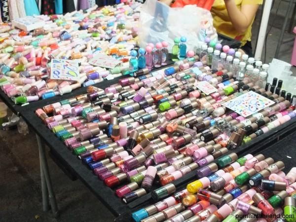 Лаки для ногтей на ночном рынке Паттайи на любой вкус