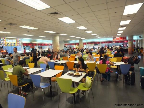 В Magic Food стало больше столов и людей.