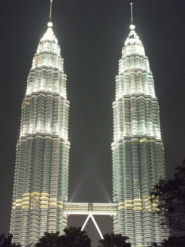 Петронасы в Малайзии