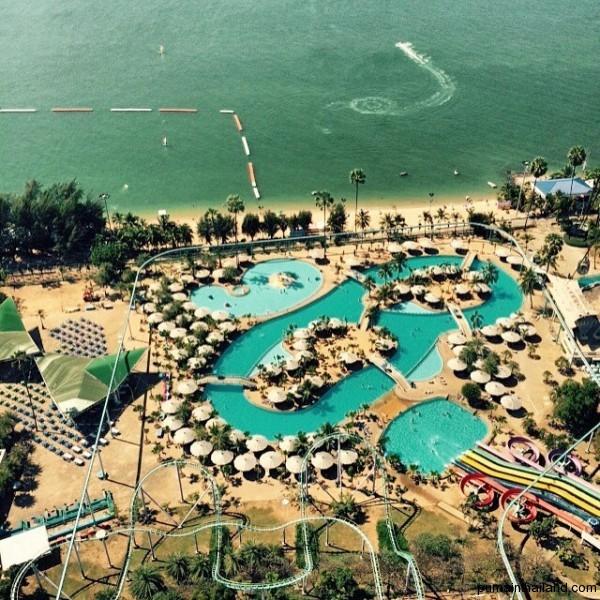 Вид на аквапарк с башни Паттайя Парка