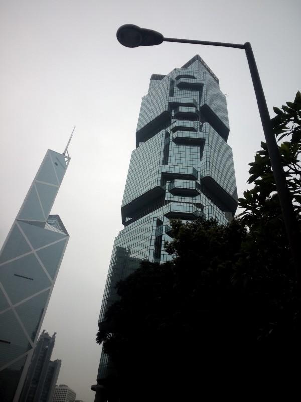 Вот в этом красивом здании находится консульство Тайланда