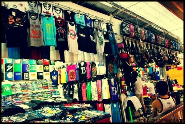 Я даже всегда путешествую в шортах, футболке и тапках